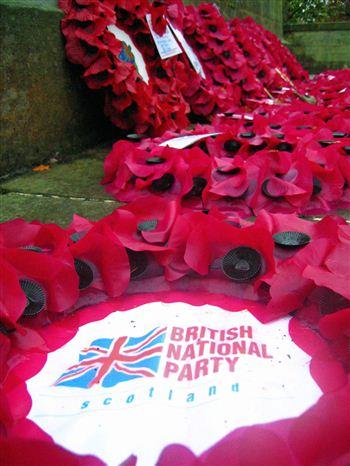 04 close up of BNP wreath at Dunfermline war memorial