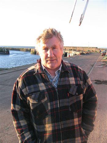04 Dreamfinder bomb boat skipper Francis Greig