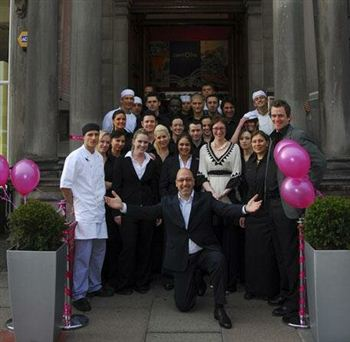 05 Centotre staff George Street with owner VICTOR CONTINI