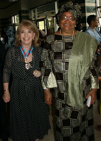 01-ann-gloag-and-president-of-liberia-110309