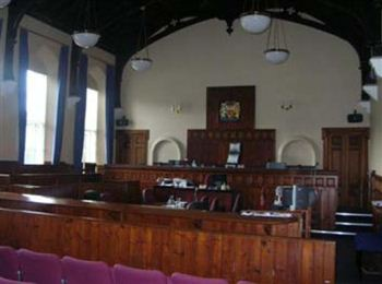06-linlithgow-sheriff-court-inside-court-room