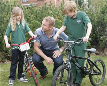 Chris Hoy with Adrian Eadie, right and his sister Rachael, left