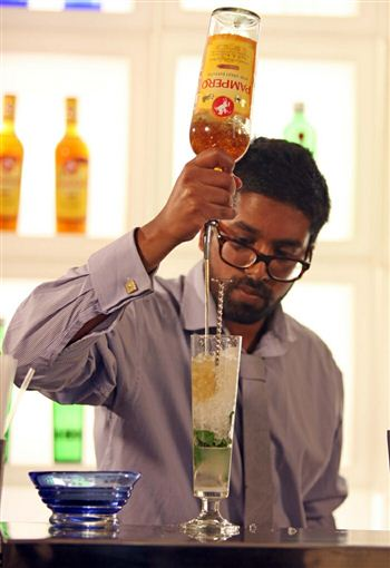 02 Ryan Chetiyawardana making cocktail