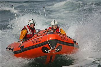 inshore lifeboat Helen and Ian Tytler D-608 heading towards the