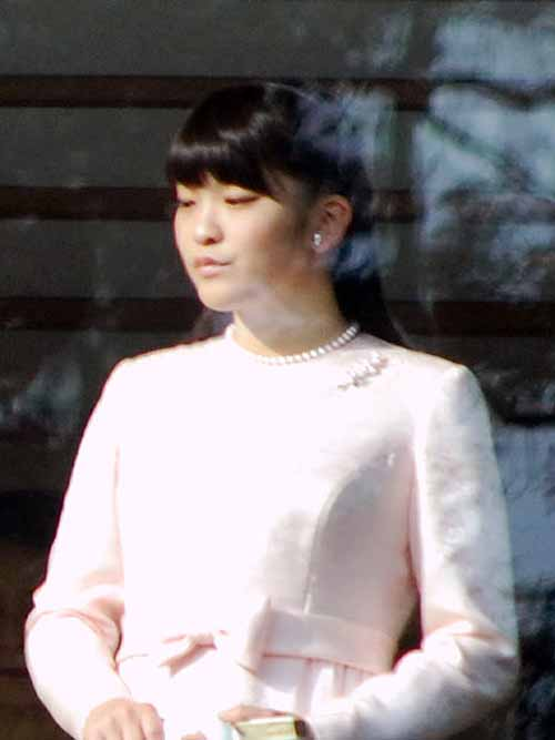 Princess_Mako_of_Akishino_2012-1-2tall