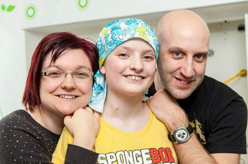 Cancer girl flown to us for life saving treatment deadline news niamh with mum julie and dad paul ccuart Choice Image