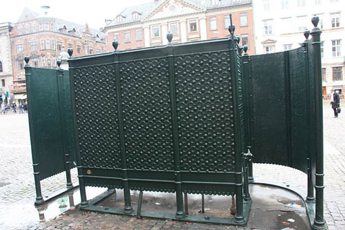 "A continental style ""pissoir"" similar to the one that could be used in the Meadows (pic: Bjørn som tegner)"