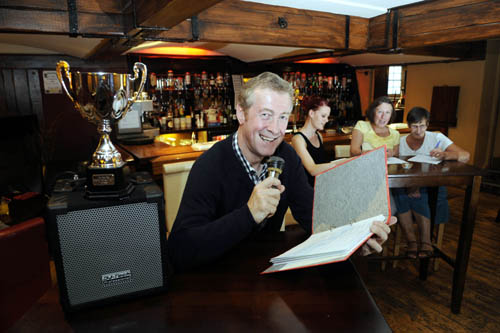 Colin Cruickshank will teach students how to win pub quizzes