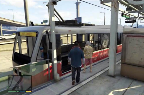 White with red stripes - the Los Santos trams