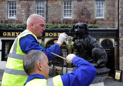 The statue of ScotlandÕs most famous dog, Greyfriars Bobby, is to get a facelift this week following a Facebook campaign that highlighted how the practice of rubbing the statueÕs nose for luck was wearing off the colour on his nose.
