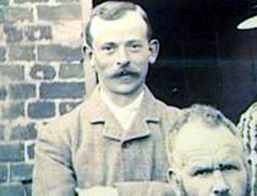 Private Walter Newman signed up to fight in 1914 and was just 33 when he was killed by a sniper.