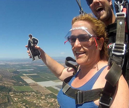 Outlander is so popular in the US that fans pose with pocket Jamies - even when skydiving