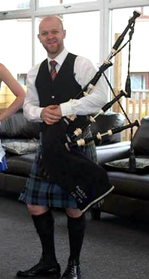 Pipers can charge up to £200 to play at a wedding