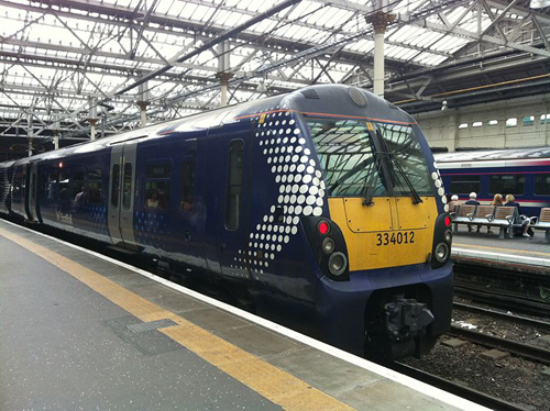 Scotrail_class_334_at_Edinburgh_Waverley_2014