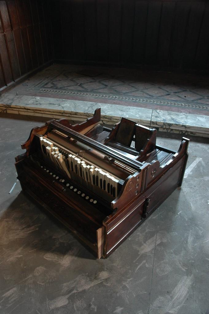 An old piano lying broken on the floor- Viral News Scotland