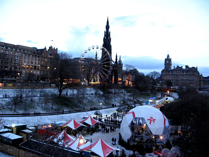 800px-Edinburgh_Christmas_Markets