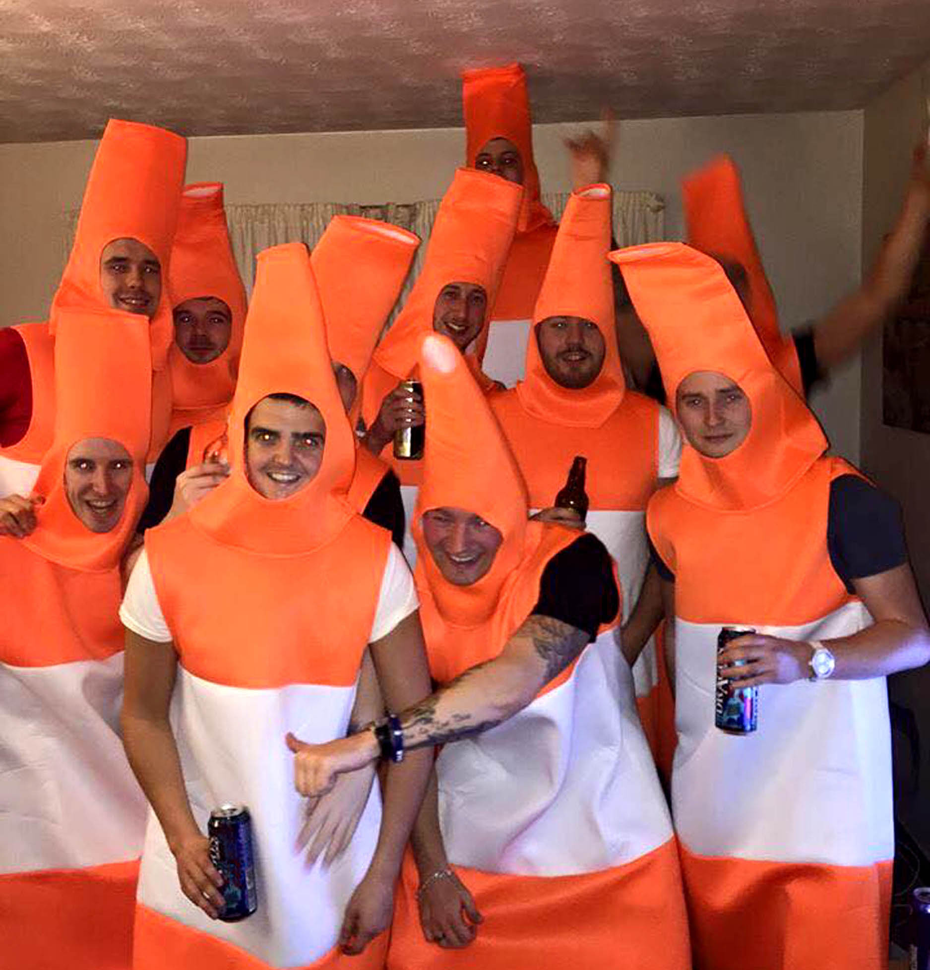 hilarious video shows human traffic cones bringing glasgow to standstill deadline news