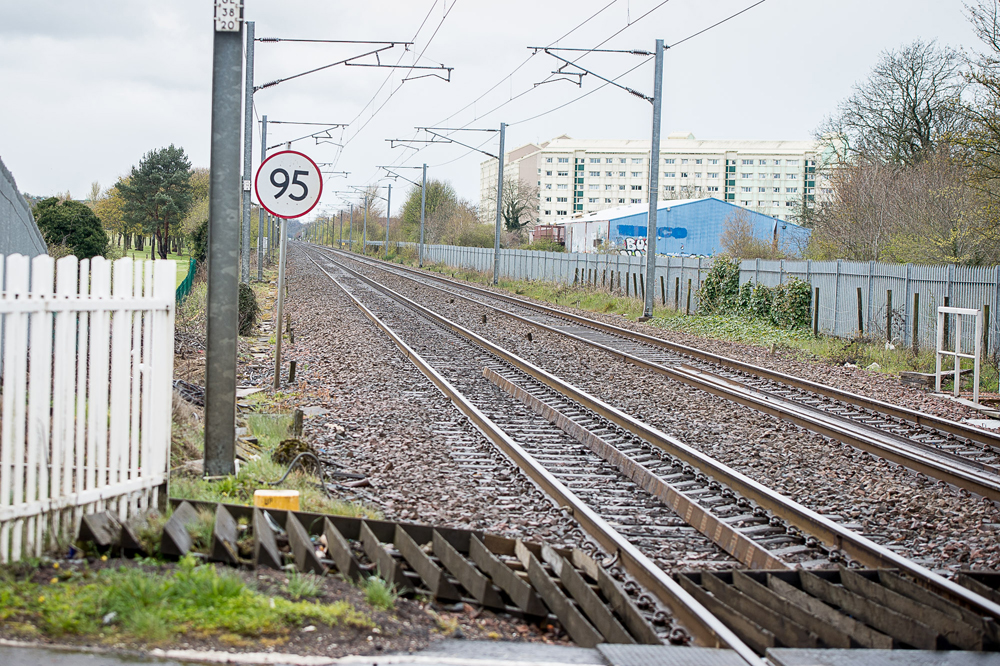 A THREE year old boy ran along one of Scotland's busiest railway lines for half a mile after getting off a train without his parents. The toddler jumped off the Glasgow to Edinburgh train in Wester Hailes and was left behind on the platform. IN PIC................. Kingsknowe train station looking back toward Wester Hailes (c) Wullie Marr/DEADLINE NEWS For pic details, contact Wullie Marr........... 07989359845