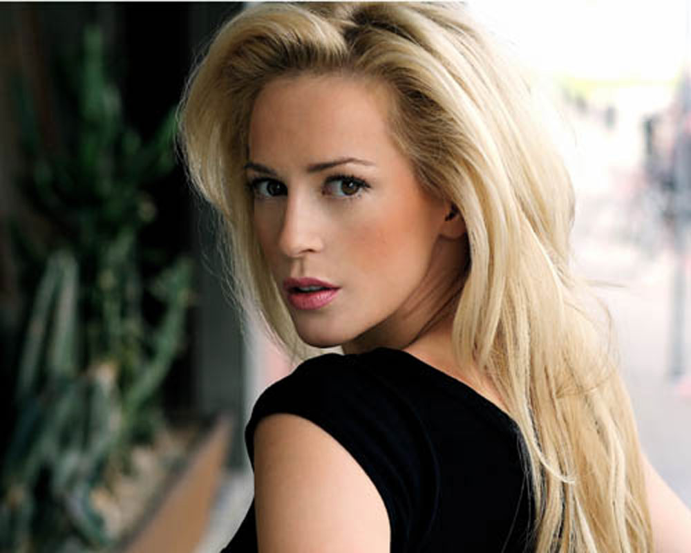 Heart of daftness: Scots actress Louise Linton lampooned