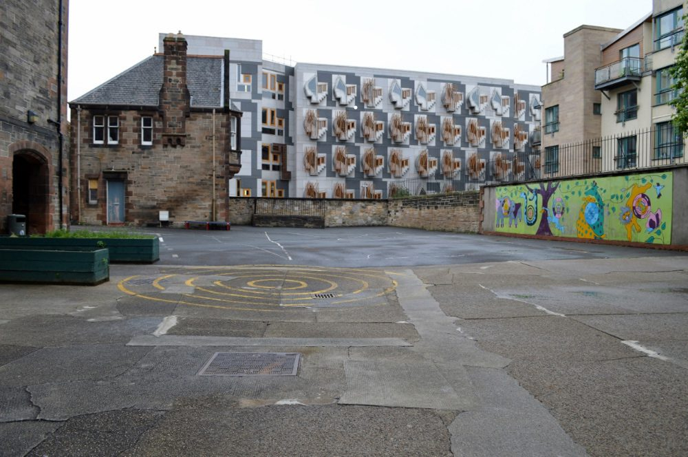GLOOMY_SCOTTISH_PLAYGROUND_DN02
