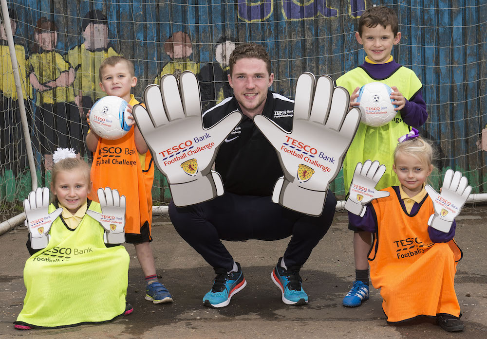 24/10/16 NETHERMAINS PRIMARY - FALKIRK Hearts' Jack Hamilton is on hand to launch the 2016/17 Tesco Bank Football Challenge at his former primary school (left-right - Kayla Percival (5), Jack Fulton (5), Jack Hamilton, Calum Davidson (6) and Olivia Cumming (6))