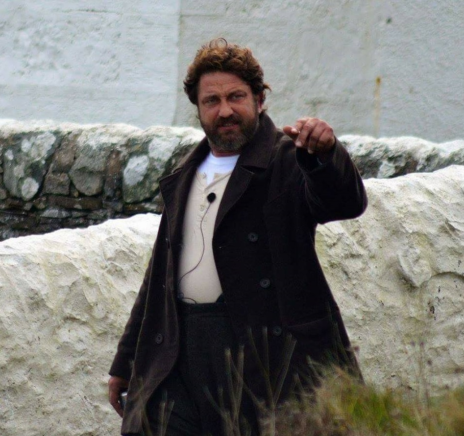 "New pics show ""chunky monkey"" Gerard Butler on film set ... Gerard Butler"