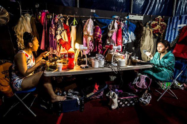 The cast getting ready backstage © Wullie Marr/ DEADLINE NEWS