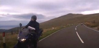 Bike and car almost have a fatal crash-Viral Video News