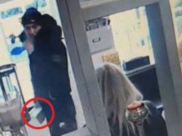 thief steals phone