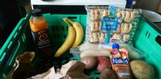 Vulnerable pair get 2 bananas, 4 potatoes, 2 baguettes, sausage rolls and grapes after benefit stops