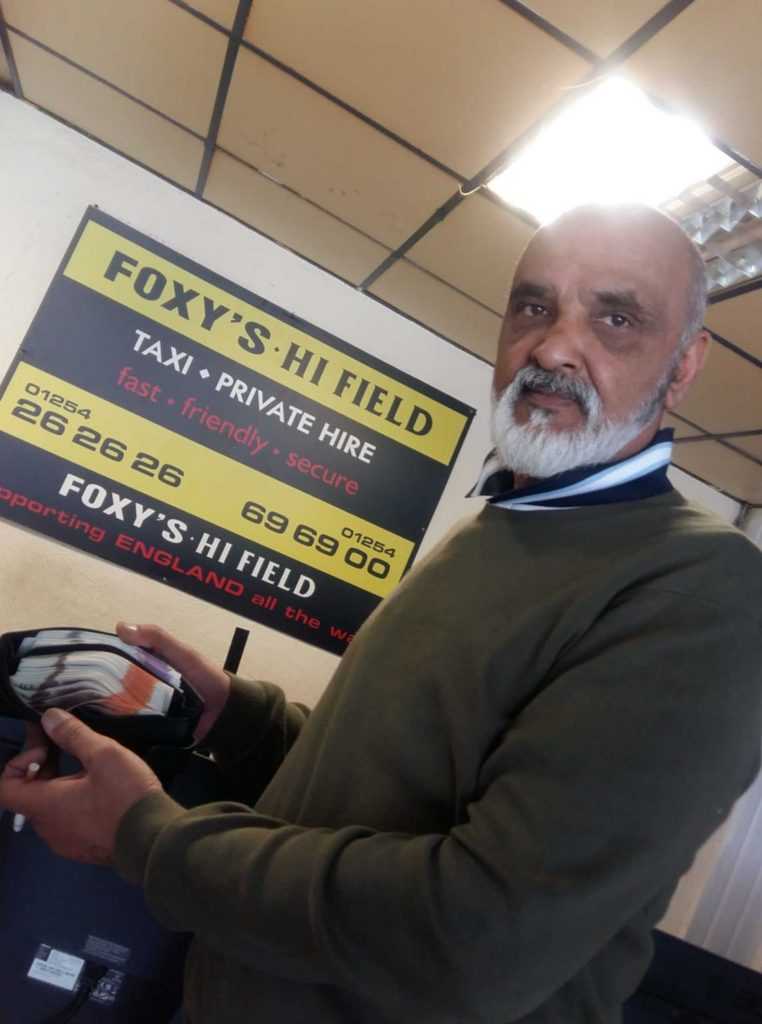 Farooq Khan pictured with the £3,000 he had in his wallet which he left in the taxi lost