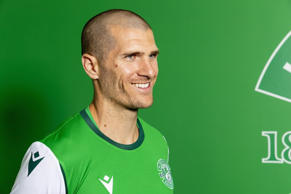 Hibs midfielder Alex Gogic | Hibs news