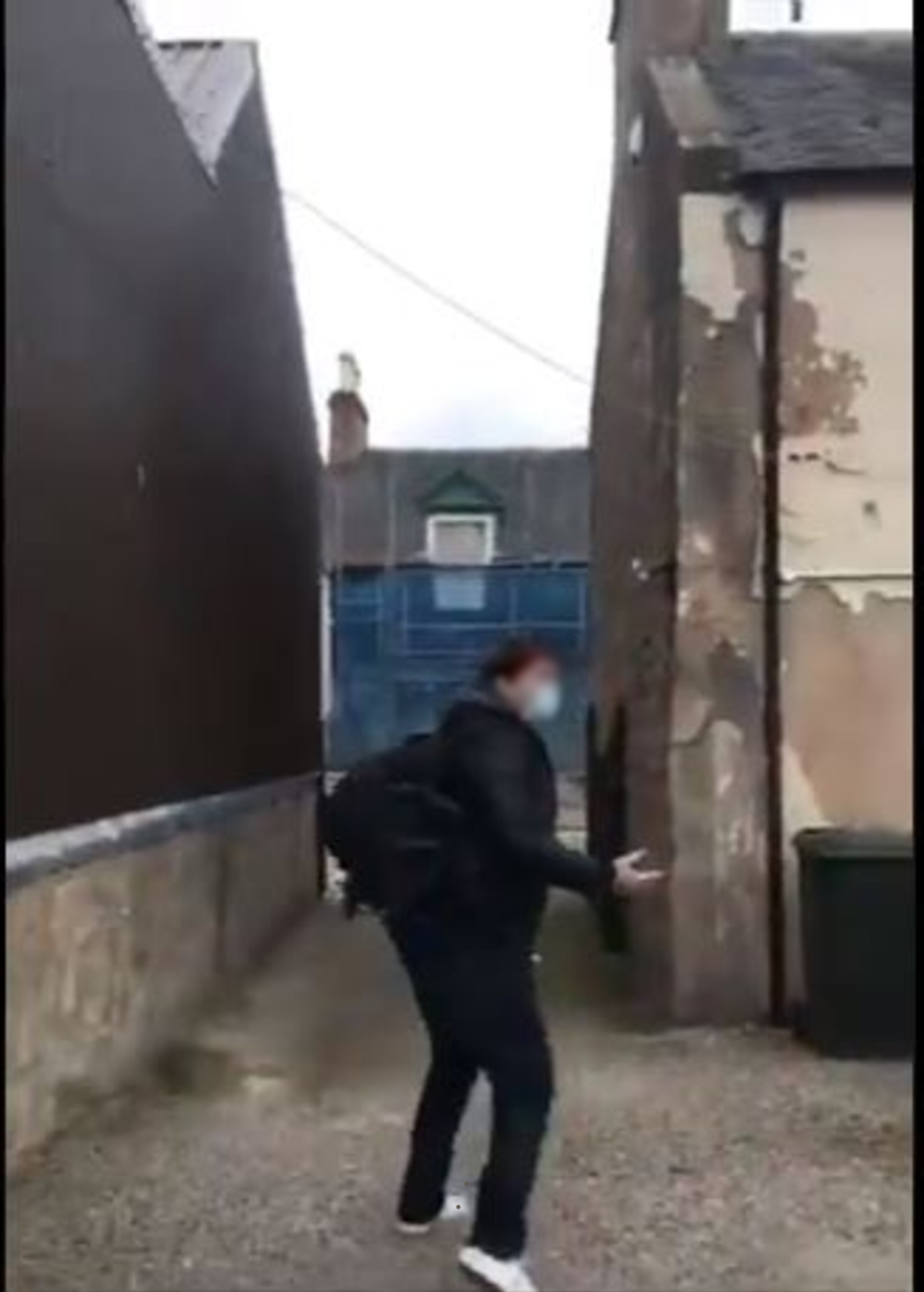 The masked man makes a run for it - Video Viral news Scotland
