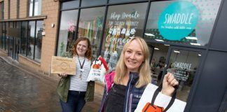 Swaddle store manager Roslyn O'Callaghan (right) and assistant manager Clair Whyman (left) with one of the new Revolve tote bags-Business News Scotland