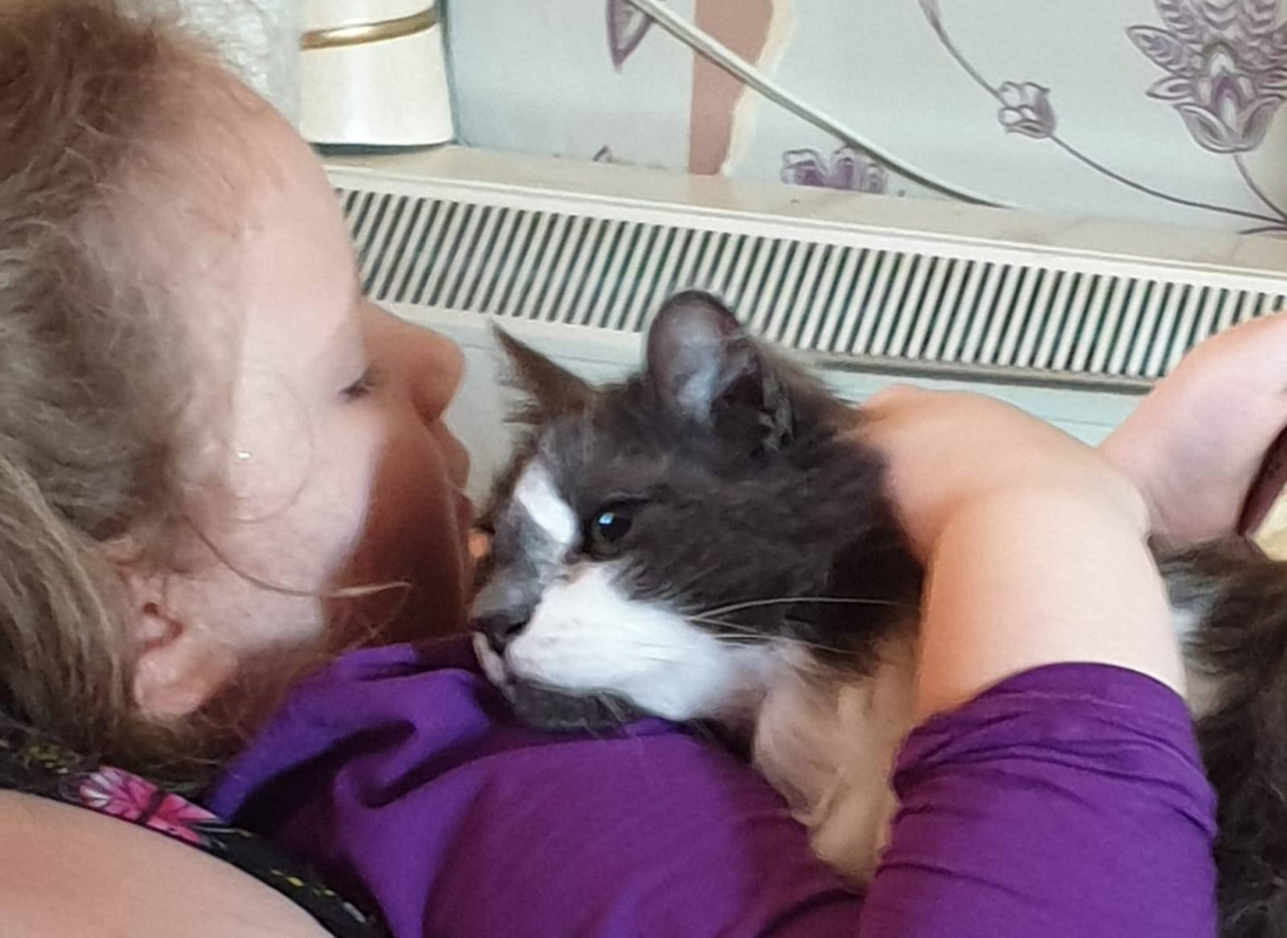 A picture of Naveah Lowe and her now deceased cat Tin Tin -Viral News