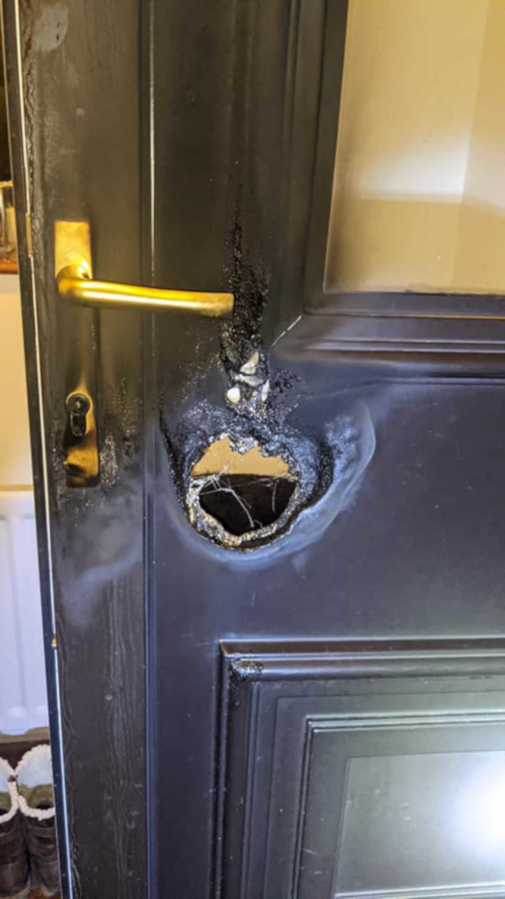 Two men used a blowtorch to break into a house and stole three valuable vehicles - Crime News UK