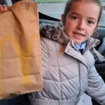 Little girl sells reindeer dust to help feed the homeless - Scottish News