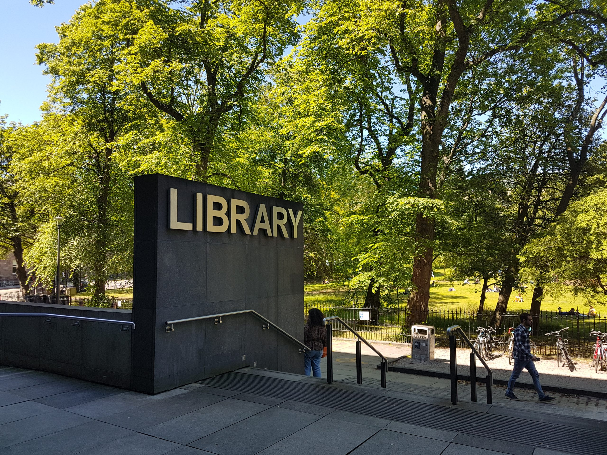 Teen attacked outside library - Viral News