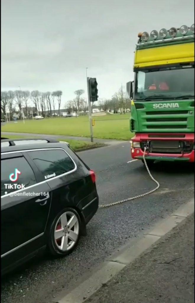 Car pulling 15 ton lorry - Viral News UK