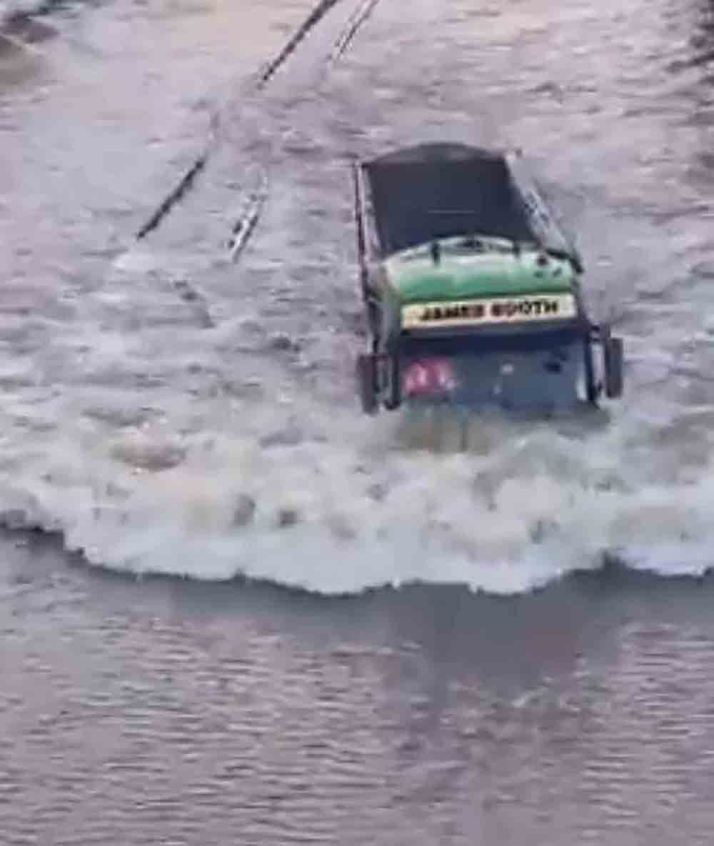 VIDEO shows a determined lorry driver ploughing through a heavily flooded carriageway - Video News UK