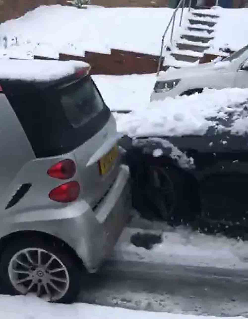 Mercedes driver loses control after overtaking and crashes into four cars - Viral Video News UK