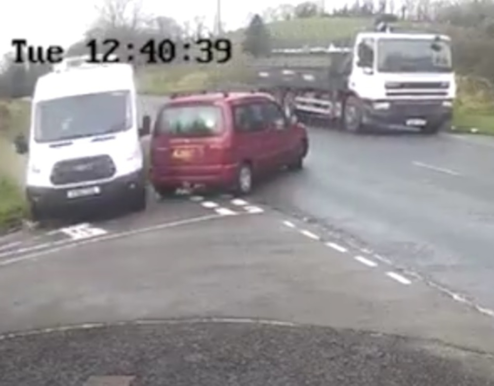 """Heartstopping footage shows van skillfuly avoid collision with car that """"failed to look"""" - Viral News UK"""