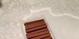 Chocolate fingers float in bath - Viral News