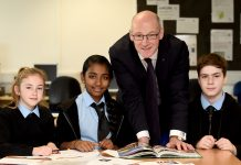ohn Swinney with pupils from Gracemount High School - Education News Scotland