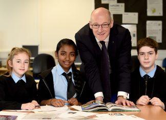ohn Swinney with pupils from Gracemount High School - Education News Scotland