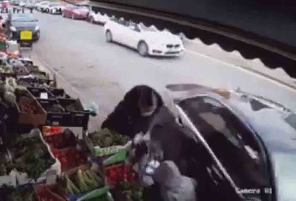 Shocking clip shows Mercedes collide with child - Video News UK