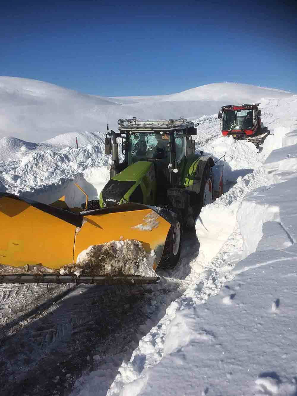 Scots farmer shares amazing images of huge walls of snow - Scottish News