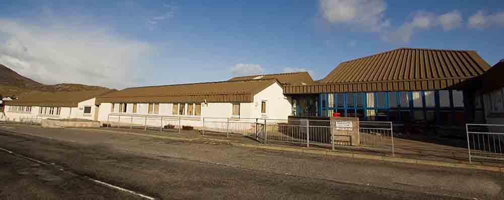 Island teacher who put childrens lifes at risk kept off register - Scottish News