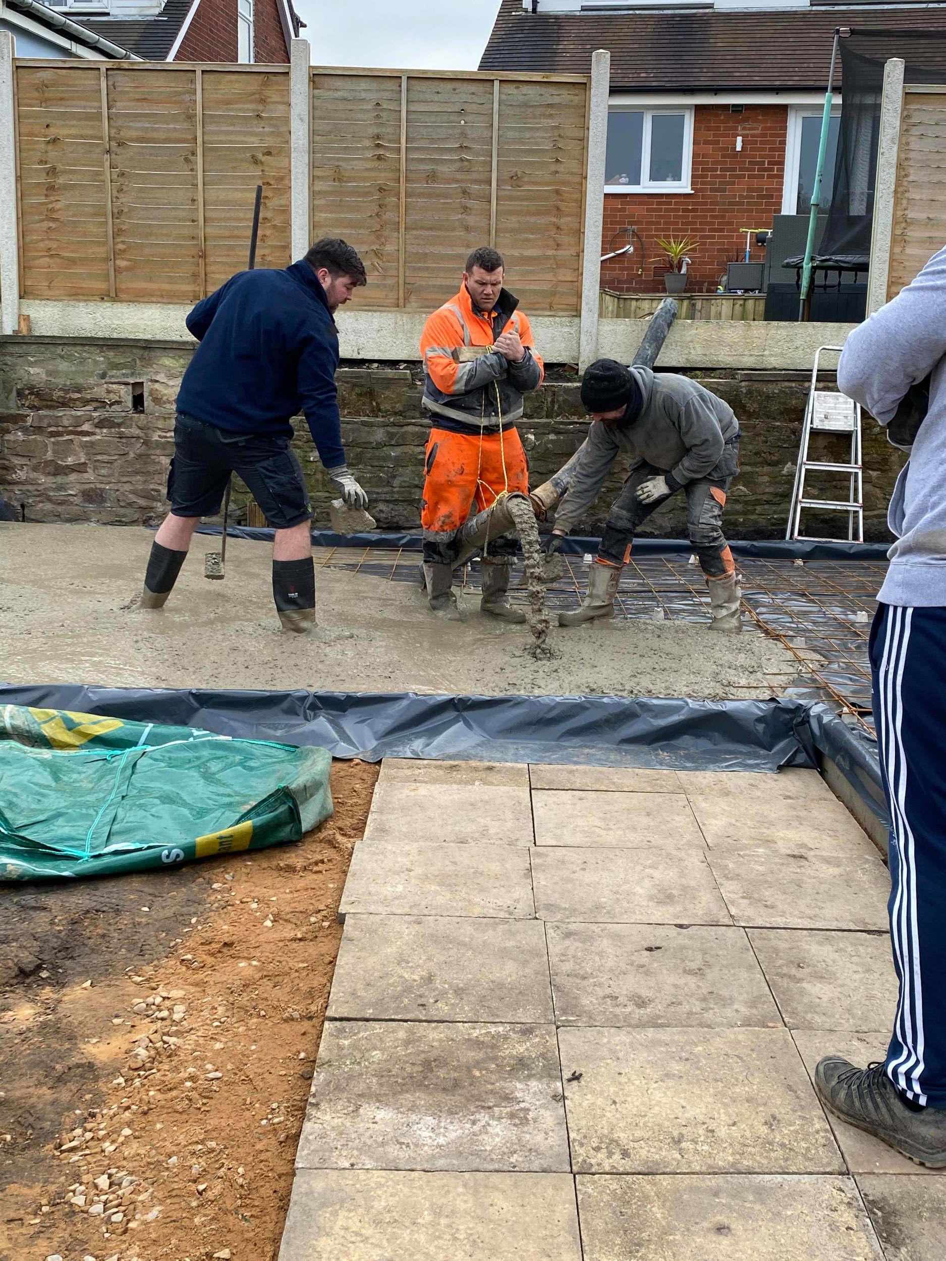 Building the back garden pub | DIY News UK