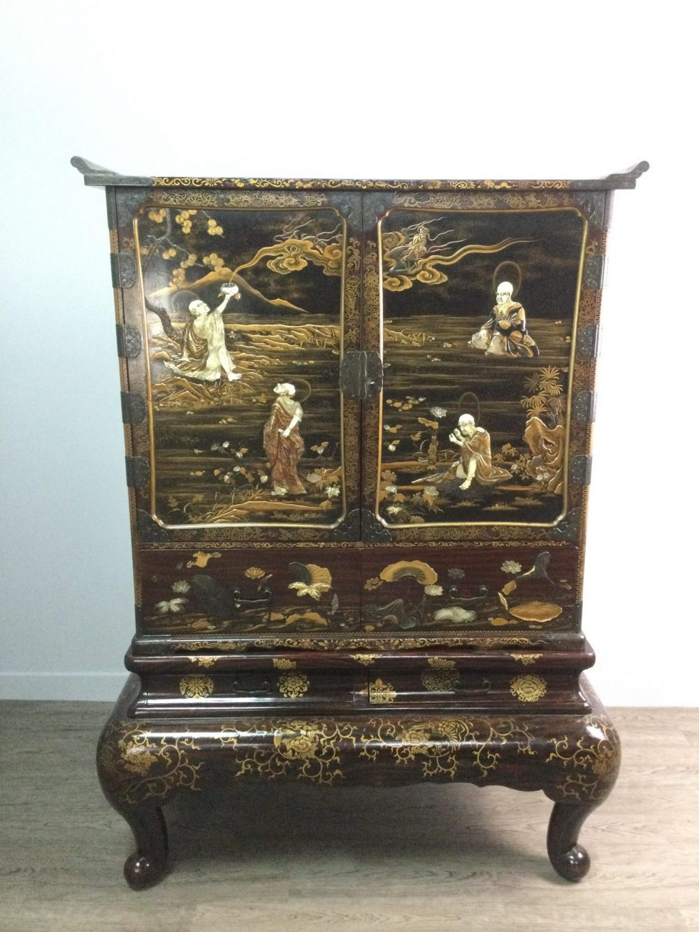 Japanese lacquered and Shibayama cabinet valued at £2,000 - Business News Scotland